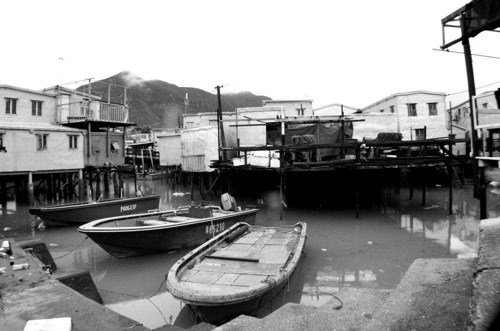Tai O tied boat